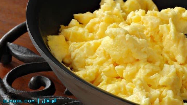 بيض مقلي بالزبدة او السمن البلدي