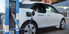 كل ماتريد معرفته عن السيارات الكهربائية وإيجابياتها وسلبياتها والاختلاف بينها وبين سيارات البنزين