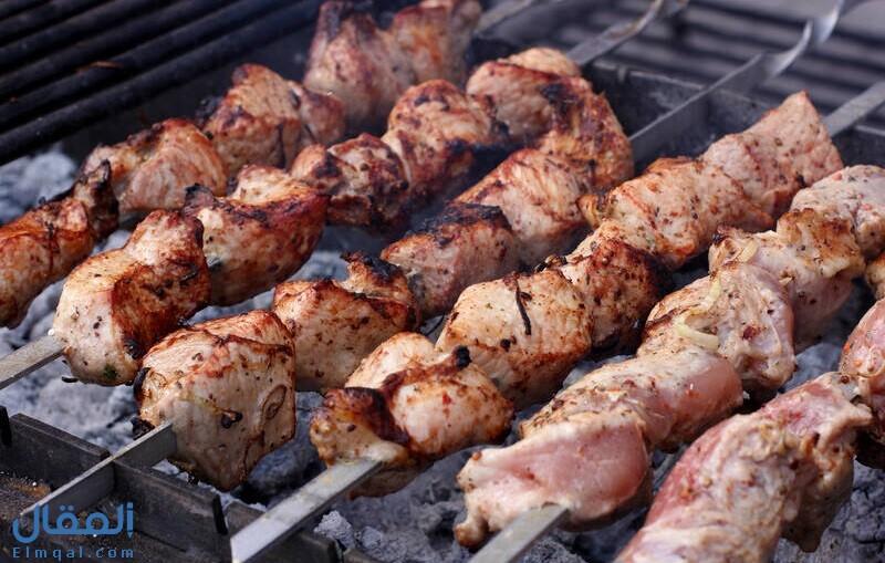 أكل اللحم في المنام وتفسيره حسب أشهر المفسرين وحسب الشخص صاحب الرؤيا