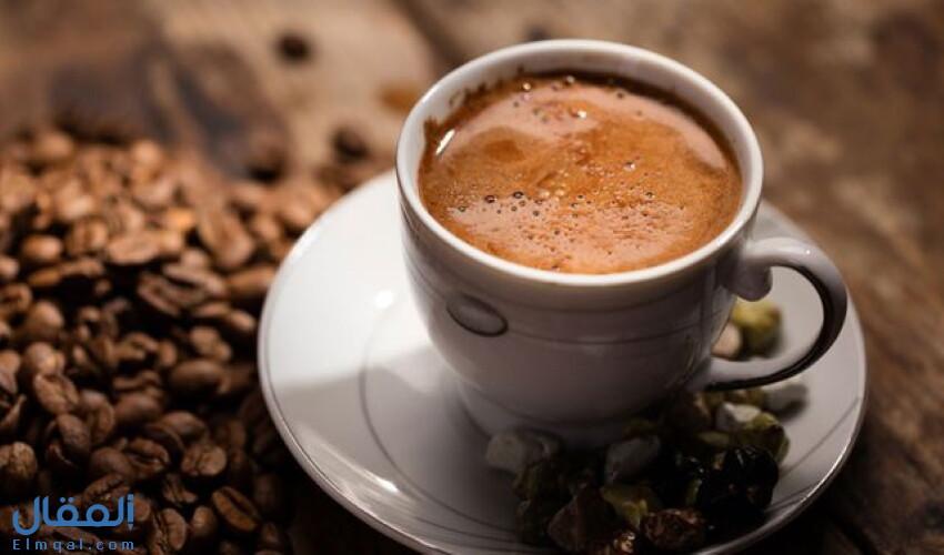 طريقة القهوة العربية المضبوطة بوصفتين مختلفتين أحدهما بالهيل والزعفران