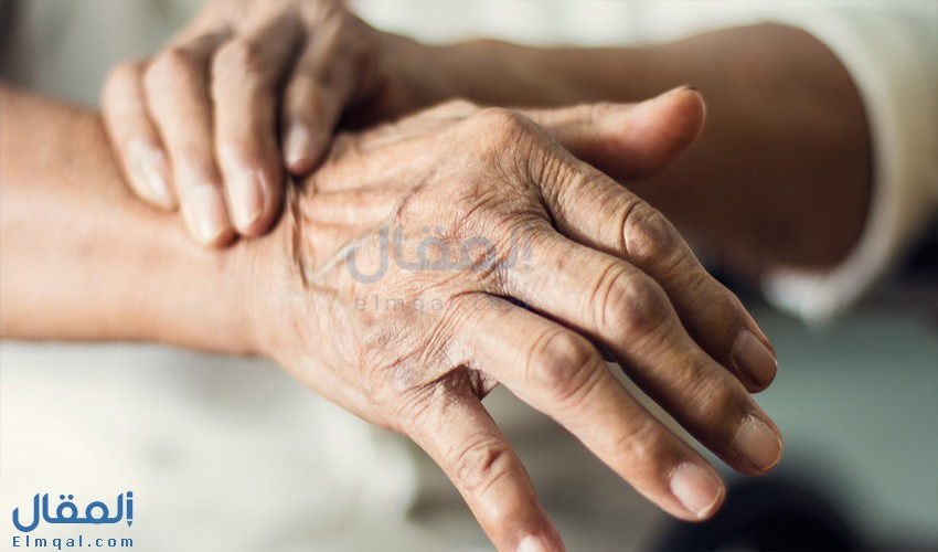 أسباب حدوث رعشة اليدين وعلاجها