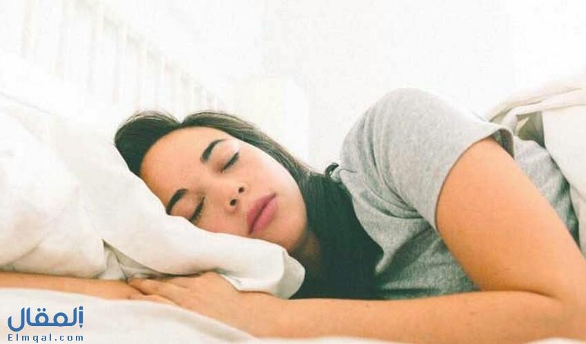 تفسير رؤية شخص ينام في سريري في المنام