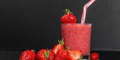 وصفات متنوعة لتحضير عصير الفراولة المنعش