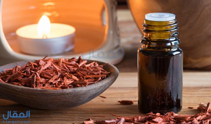 زيت خشب الصندل Sandalwood oil يتميز برائحته المميزة وفوائده الصحية